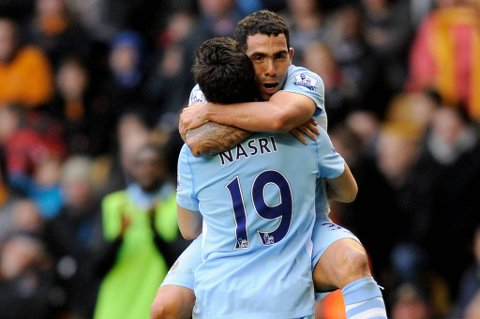 Carlos Tevez vil bli i Manchester City.