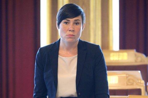 Høyres Ine Marie Eriksen Søreide mener det er unaturlig at politikere er på plass i Ukraina under fotball-EM.