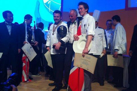 Med godt tak i det norske flagget gikk kokkene Geir Magnus Svae og Christer Rødseth til topps i en internasjonal konkurranse i Sør-Korea.