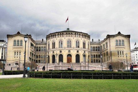 Kontrollkomiteens motpoler Anders Anundsen (Frp) og Martin Kolberg (Ap) ser begge frem til morgendagens høring med Støre og Tschudi.