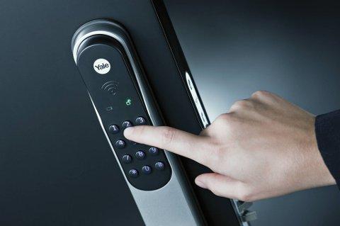 Kodelås: Denne modellen kommer med nøkkelbrikke og fjernkontroll også, men de fleste låser opp med koden.