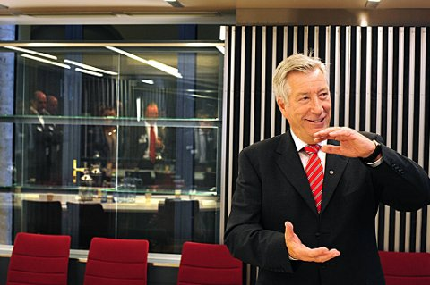 Finansminister Sigbjørn Johnsen er trolig måteholden med bruken av oljepenger.