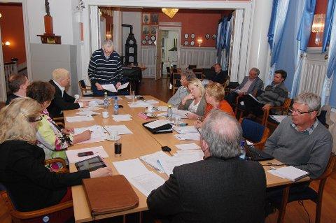 Et enstemmig formannskap gikk inn for å si ja til den reviderte utbyggingsavtlen for Holmen