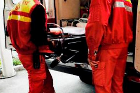Knivstikkingen skjedde i kjelleren i en bolig på Ullern i Oslo. Mannen ble kritisk skadd da han ble stukket i halsen og ble brakt til Ullevål sykehus.