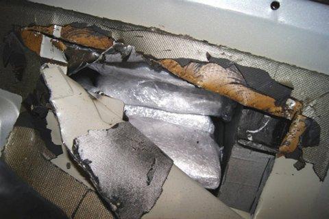 Tollerne avdekket 2,9 kilo heroin og 14,8 kilo hasj i bilen.