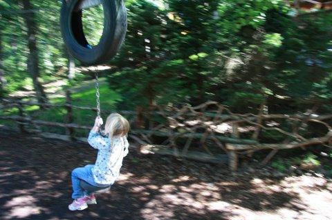 Barn leker overalt, både på tilrettelagt lekeplasser og andre steder, men aller helst i naturen i nærheten av boligområdet.