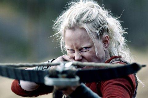 Ingrid Bolsø Berdal som bandeleder i Roar Uthaugs nye film, «Flukt».