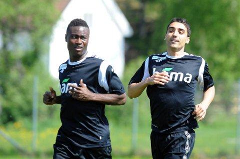 Moa er sikker på laget mot England. Her sammen med Alexander Tettey under onsdagens trening på Lillestrøm.
