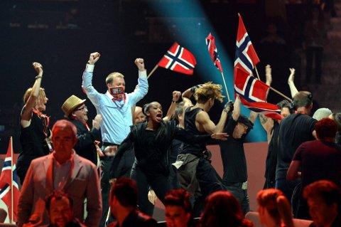 "Stor jubel  i ""Green room"" da Norge gikk videre til finalen i Melodi Grand Prix torsdag kveld."