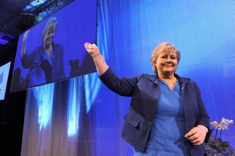 Høyre er større enn Ap på Dagbladets maimåling. Det synes Høyre-leder Erna Solberg er stas.