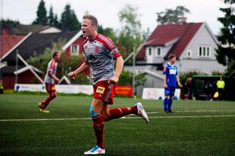 IKKE BRA NOK: Simen Stamsø Møller og resten av Strømmen slet foran begge mål mot Bærum. FOTO: MARTIN LUNDSVOLL