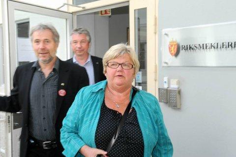 Partene møttes til forhandlingsbordet igjen torsdag. Her ser vi Tone Rønoldstangen, Arne Johannessen og Pål N. Arnesen fra arbeidstakersiden.