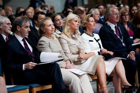 Jonas Gahr Støre (Ap) håper Norge og USA kan danne en kraftfull allianse i kampen mot mødredødelighet. Til høyre forutenriksministeren ser vi tre mødre, Hillary Clinton, kronrpinsesse Mette-Marit og dronning Sonja. Helt til høyre Oslo-ordfører Fabian Stang.