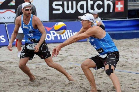 Tarjei Skarlund (t.v.) og Martin Spinnangr kjører på videre i EM.