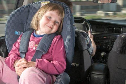 Forskning viser at det er langt sikrere for barn å sitte bakovervendt enn forovervendt.
