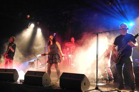 Rockebandet Stuntman Sue, med medlemmer fra blant annet Aurskog og Fetsund, satser tungt på musikken.
