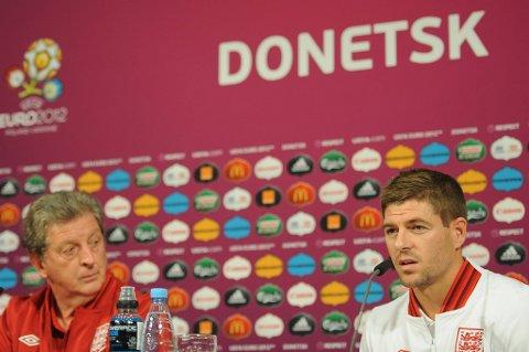 Roy Hodgson og Steven Gerrard har respekt for Frankrike, men håper selvsagt på seier.