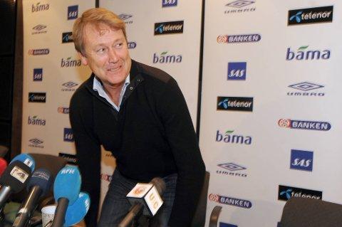 Ifølge den svenske TV-kanalen får Hareide en kontrakt som varer ut denne sesongen. Åge Hareide trente også Helsingborg på slutten av 1990-tallet. I 1999 ledet han HIF til svensk seriegull.