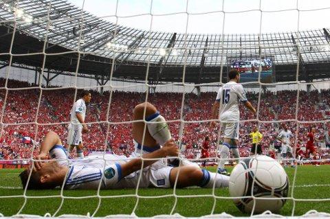 Det var fotball som dette syklistene ville se! Her fra tirsdagens kamp mellom Tsjekkia og Hellas.