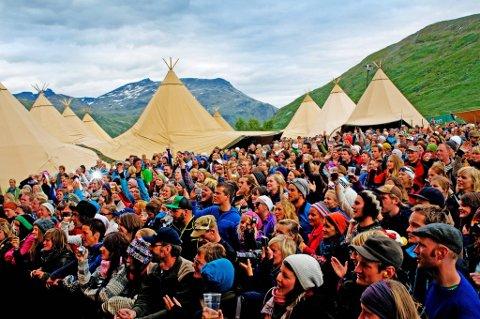 STEMNINGSFULLT: En godværsdag på Vinjerock er en helt spesiell opplevelse. Festivalen ble utsolgt på få timer i fjor.FOTO: VINJEROCK