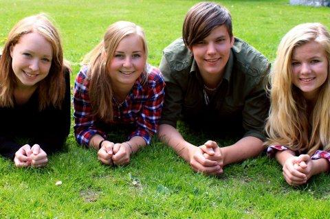 KVALITETSTID: Er det viktigste, mener Karoline Langgåt Kleiva (17), Sigrid Mathea Fretheim (16), Elios H Landøfastøyen (17) og Rebecca Presterud (16). Foto: Kristine Jensson