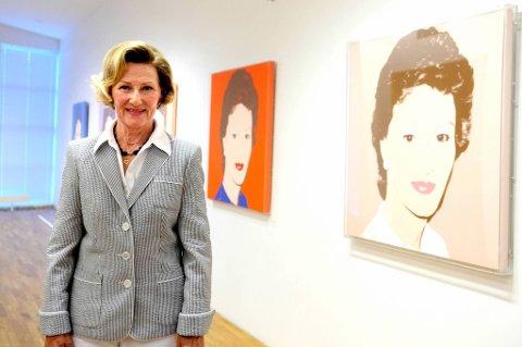 Dronning Sonja presenterte en utstilling på Henie Onstad Kunstsenter torsdag formiddag. Utstillingen består blant annet av hennes egen private samling, bilder hun selv har lagd og seks bilder som Andy Warhol har laget av dronningen