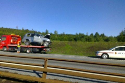 FRONT MOT FRONT: En person er omkommet etter at to biler frontkolliderte i nordgående retning på E6 ved Boksrud.