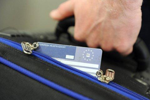 Dette kortet bør være en del av håndbagasjen til nordmenn på ferie i Europa. Europeisk helsetrygdkort viser at du har krav på nødvendig medisinsk hjelp i det landet du befinner deg.