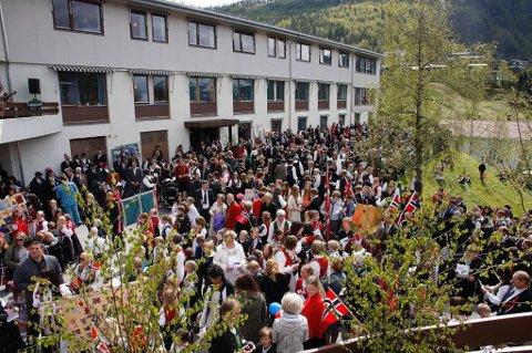 Det er liten grunn til å rope hurra for innbyggarane i Naustdal når det gjeld eigedomsskatt.