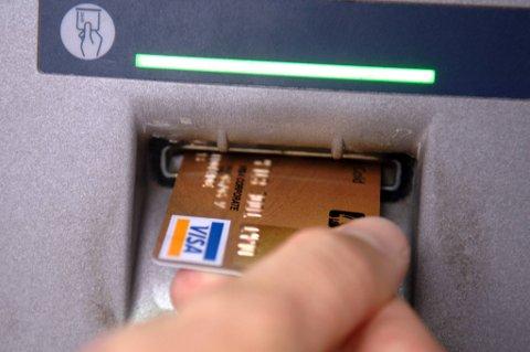 PASS PÅ KORTET DITT: De mest utbredte metodene er at noen stjeler kortet ditt, og at de har skaffet seg pinkoden på forhånd ved å «spane» ved bruk av kortet. Også skimming, som vil si kopiering av kort, firekommer.
