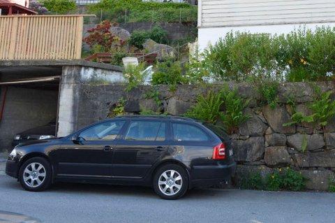 Krangelen mellom mannen og kvinnen gikk hardt ut over denne bilen, som sto parkert nedenfor parets bolig.