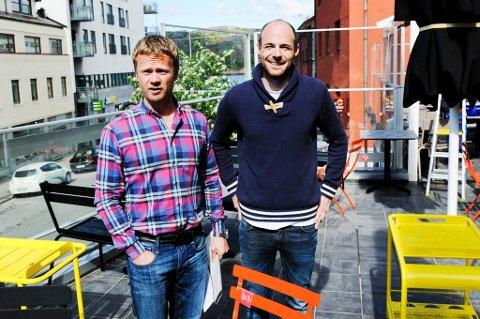 Nytt tilbud. Den nye uteserveringen på Bjørk er klar. Erik Tostrup (t.v.) og Andreas Spørck venter på brukstillatelse. Og sommer.