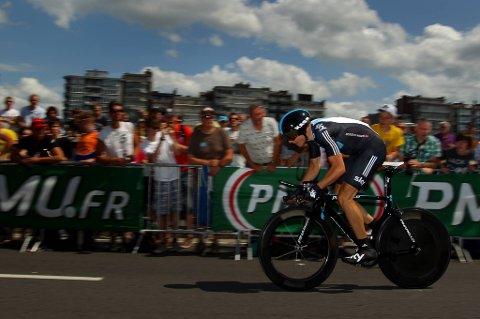 Edvald Boasson Hagen fikk god fart på temposykkelen under lørdagens prolog som innledet årets Toir de France.