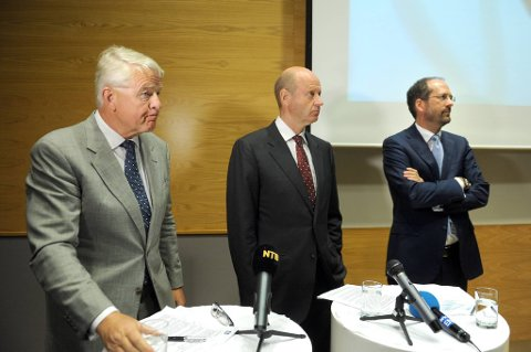 Korrupsjonsanklager mot Yara øker i omfang. F.v.styreleder, Bernt Reitan,  konsernsjef Jørgen Ole Haslestad i Yara,  og advokat Jan Fougner under en pressekonferanse i Yaras lokaler i Oslo.