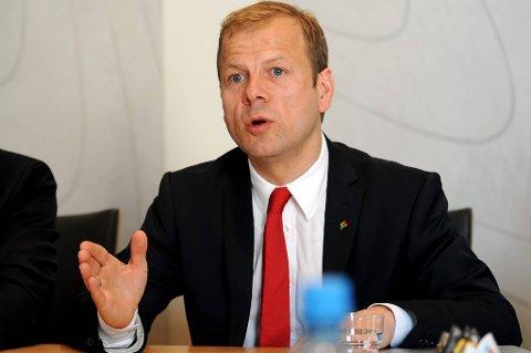 Bistandsminister Heikki Holmås er lettet over at Flyktninghjelpens hjelpearbeidere mandag ble satt fri.