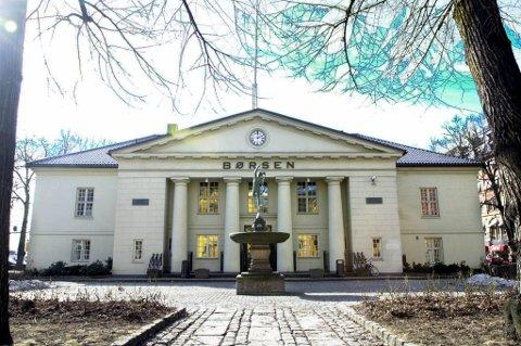 Tre kvarter etter åpning torsdag lå hovedindeksen på Oslo Børs på 414,02 poeng - en nedgang på 0,29 prosent.