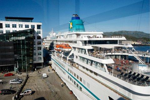 Bodø har hatt besøk av cruiseskip de siste årene, men er ennå langt unna målet om å bli en mye besøkt cruisedestinasjon i nord. Her var tyske M/S Amadea på besøk i Bodø i juni i fjor.