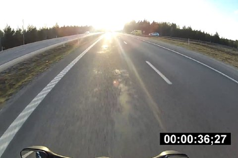 VANVITTIG FART: Bare deler av strekningen mellom Luleå og Boden har firefelts vei. Se den hårreisende videoen nederst i saken.