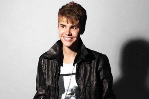 Bieber kjørte som gal. Han kjørte slalåm mellom bilene, forteller et vitne til kjendisnettstedet TMZ.
