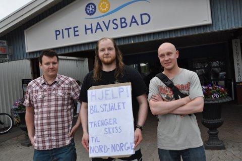 TRENGER SKYSS: Nå håper kameratene på skyss hjem til Tromsø. Fra venstre: Jørgen Sandvik, Svein-Roger Johnsen og Stian Hansen.