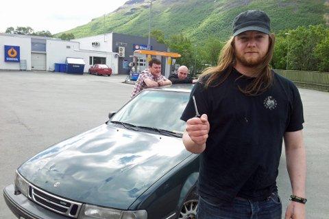 LYKKELIGE: Kompisene er tilbake i Norge, døgnville og trøtte, men lykkelige over å ha fått bilen igjen.