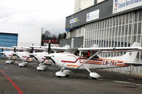 DET NYE FLYET: Dette er studentenes nye fly av typen Cessna 182,  til en verdi av 2,3 millioner kroner.