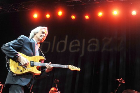 Moldejazz skal kåre årets unge jazzmusiker. Her er John McLaughlin i Bjørnsonshuset under festivalen i fjor.
