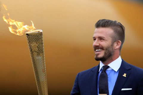 David Beckham mener at det heller bør være en olympisk deltaker som tenner ilden på stadion.