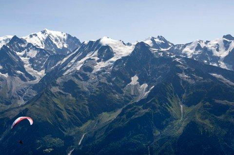 De døde klatrerne ble funnet på den italienske siden av grensa i 4.400 meters høyde bare to dager etter at ni andre fjellklatrere omkom i et snøskred i samme område.