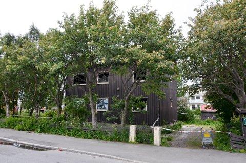 Det er to boenheter i det gamle trehuset i Torvgata.