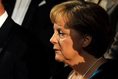 Den tyske regjeringen har kritisert en kjennelse fra en domstol i storbyen Köln, der omskjæring sammenlignes med grov legemsbeskadigelse.