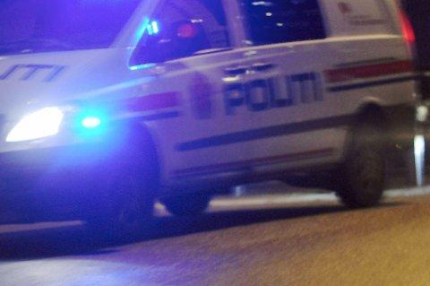 En politimann ble sendt til legevakta etter en biljakt.