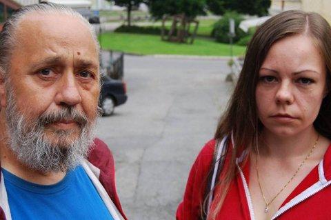 Karl Rikard Johansen og datteren Rosa Helene Johansen er dypt fortvilet etter at samboeren og moren har vært savnet i én og en halv måned.
