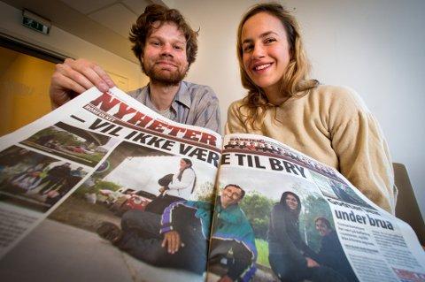 Ellen Jerstad (22) og Eirik Fagerheim Kalsås (25) håper at flere blir med når de lørdag steller i stand grillfest under Sandessundbrua. Håpet er at sammenkomsten vil redusere avstanden mellom nordmenn og det tilreisende romfolket.